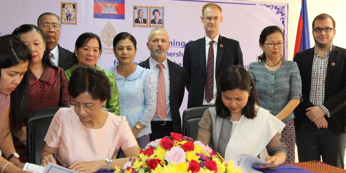 Signing ceremony between Oxfam and UNDP with MoWA