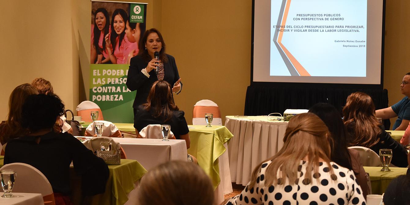 Diputadas de las diferentes bancadas conocieron y reflexionaron sobre la integración del Principio de Igualdad y los criterios de transversalización de género en la acción pública. Foto: Karen Arita / Oxfam en Honduras