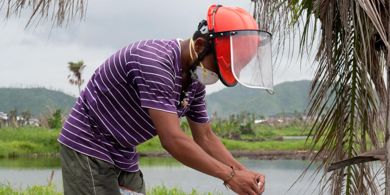 Oxfam worked with Department of Health (DOH) in Tacloban to mobilise communities and vector control teams to treat breeding grounds with chemicals and emergency fogging activities to kill adult mosquitoes, preventing dengue outbreak.(Photo: Eleanor Farmer/Oxfam)