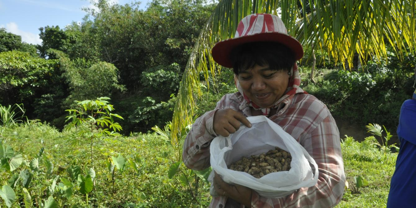 My name is Lilibeth Del Callar, 42 years of age, married and has 5 kids. The eldest is 21 years old who is now in college. I became a farmer since I got married. I am planting a lot like root crops, gabi, peanuts, vegetables, cassava, and cacao.(Photo: Joan Odena/Oxfam)