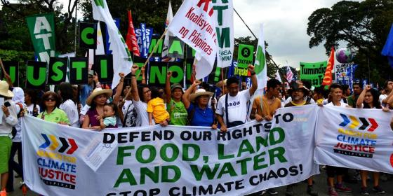 Members of civil society organizations and other civilians join in the Climate March held in Manila (Photo: LJ Pasion)