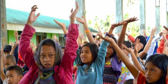 Maranao children participate in a stress debriefing session in Saguiaran, Lanao del Sur (Photo: Angela Casauay/Oxfam)